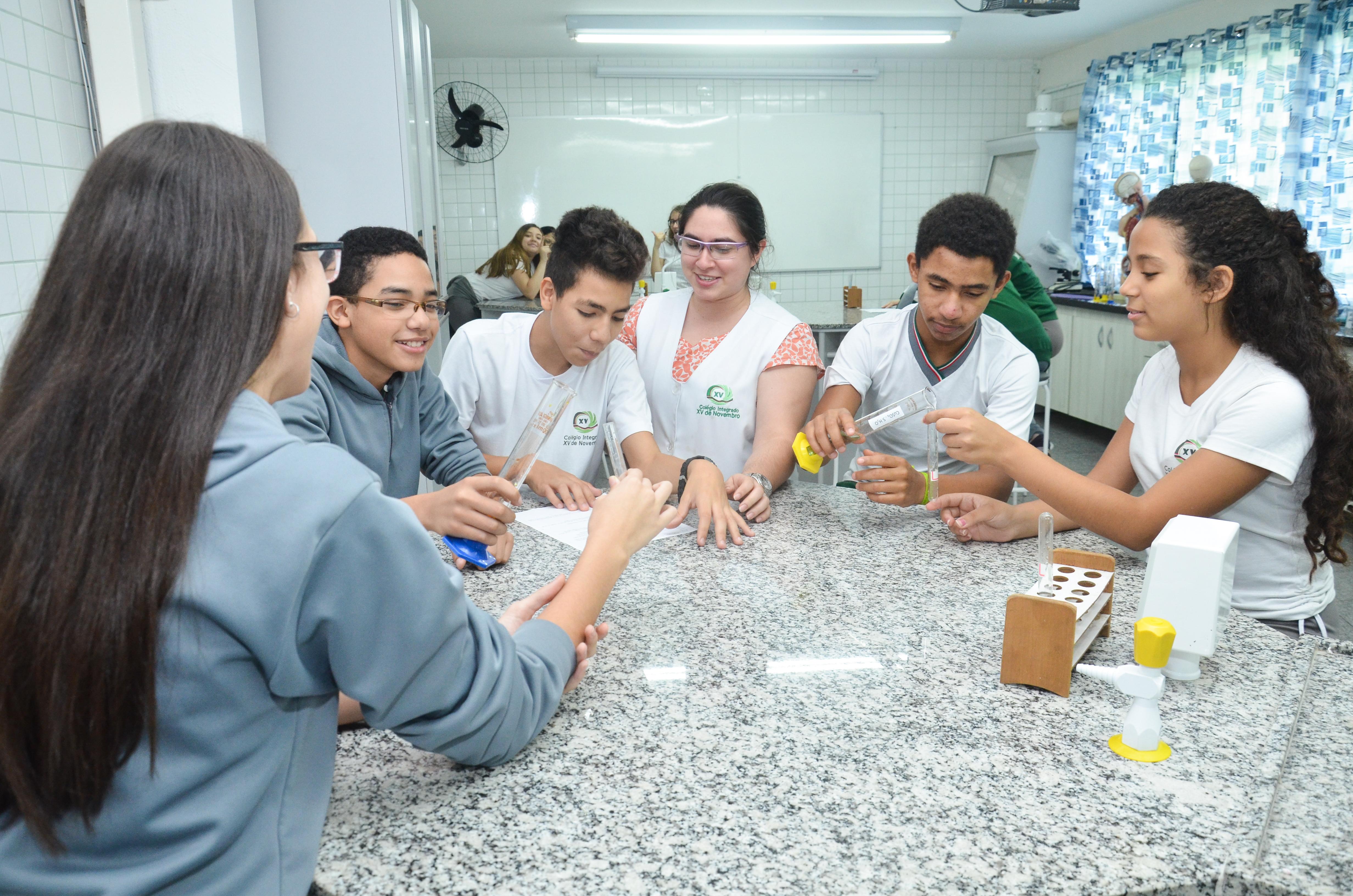 Laboratório Multidiciplinar no Colégio Integrado XV de Novembro